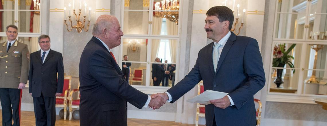 Cornstein nagykövet átadta megbízólevelét Áder János köztársasági elnöknek
